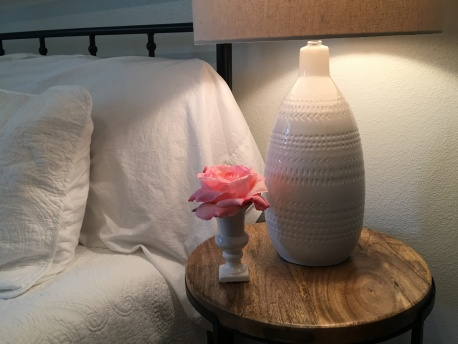Sweet little side table in our guest room🌸